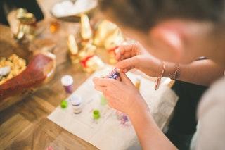 A kézműves ékszer készítés előnyei